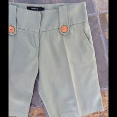 CLEAROUT SALE 🔴Green Arden B Bermuda Shorts. 💢 Excellent condition. 100% cotton. Color is most accurate in the last picture. 🔴30% off of bundles CLEAROUT SALE🔴 Arden B Shorts Bermudas