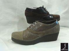 #Zapato abotinado de ante y piel brillante con cuña #TheFLexx Aurora Mateo.