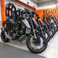 Were excited #KTM #SuperDuke R has arrived in Sheffield #READYTORACE smcbikes.com http://ift.tt/2jPQNeI