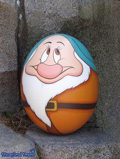 [TDL] Disney's Easter - Egg Hunt in Tokyo Disneyland 2014 - Eier - personifiziert - Oster Pebble Painting, Pebble Art, Stone Painting, Rock Painting Ideas Easy, Rock Painting Designs, Stone Crafts, Rock Crafts, Art D'oeuf, Disney Easter Eggs