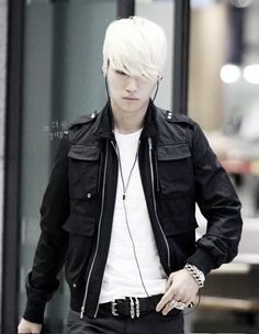 Daesung is so Handsome, how people dare to call him UGLY? and a nice voice he have too ^^ He is my Bias in Big Bang