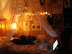 Cute tumblr room ideas: ~drape a curtain over a hanging hula hoop for a 'canopy' bed. ~have/find a lot of pillows for your bed ~hang drawings, posters, or inspirational quotes on your wall ~have a color theme (gray&black, maroon&white, dark gray&light gray, brown&tan...) ~Make it smell nice: Candles, air fresheners, or plug ins :) ~Have some dream catchers: store bought or homemade :)