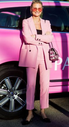 Pink Power Suits to Make You Feel Invincible 6 Pink Power Suits to Make You Feel Invincible via Pink Power Suits to Make You Feel Invincible via Street Style Suit, Looks Street Style, Pink Suits Women, Costume Rose, Look Rose, Pink Power, Pinstripe Suit, Pink Pants, Pink Outfits