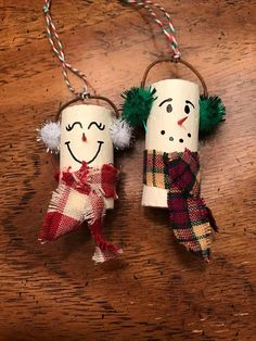 Snowman wine cork ornament set by TheCountryCowshed on Etsy Burlap Christmas Ornaments, Wine Cork Ornaments, Handmade Christmas Decorations, Christmas Crafts, Snowman Ornaments, Recycled Christmas Gifts, Angel Ornaments, Homemade Christmas, Christmas Tree