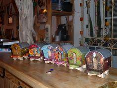 Mini roulottes artisanales pour créche provençale