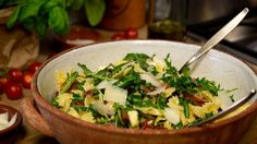 Nudelsalat mit Feta und getrockneten Tomaten - BRIGITTE