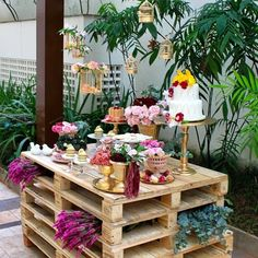 Outdoor Dessert Table, Pallet Table Outdoor, Outdoor Buffet, Outdoor Decor, Dessert Tables, Thanksgiving Decorations Outdoor, Picnic Decorations, Hanging Decorations, Pallet Exterior