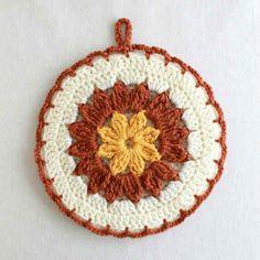 Free pattern for Strawflower Potholder @ Maggie's Crochet, thanks so xox