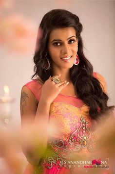 Actress Meera Mitun New Stils