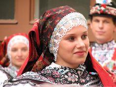 Kyjovský kroj; http://ticketing.concentus-moraviae.cz/slovacky-rok-v-kyjove-d500.jpg?w=0=500=33