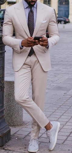 Black Suit Men, Black Men Beards, Fine Black Men, Formal Dress For Black Man, Formal Dresses For Men, Mens Style Guide, Men Style Tips, Mens Dress Outfits, Men Dress
