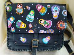 Geanta pictata Painted Shoes, Backpacks, Handmade, Bags, Fashion, Handbags, Moda, Hand Made, Fashion Styles