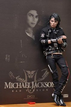 One of the most incredible #MichaelJackson dolls I have ever seen. Also one of the most expensive, made by the company called Hot Toys.  These dolls are around $200 on the low end, and up to $2,500 on the high end.