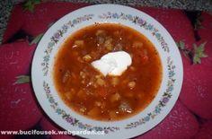 """""""Pravý ukrajinský boršč"""" - od bývalé kolegyně Naděždy  SUROVINY  500g hovězí polévkové směsky (kupuji v Kauflandu) nebo vepřové maso, hovězí maso, kohout nebo slepice..., 2-3l vody, 10dkg malých bílých fazolek, 2 menší cibule, 1-2 mrkve, 1 menší červená řepa, 3 velké brambory, 1/4 hlávky čerstvého bílého zelí, 1 zakyslá smetana, 1 rajský protlak (140g), olej, 3 bobkové listy, 10 kuliček nového koření, 1 čajová lžička majoránky, trošku mletého pepře, 2 vrchovaté polévkové lž... Korn, Chana Masala, Chili, Ethnic Recipes, Chile, Chilis"""