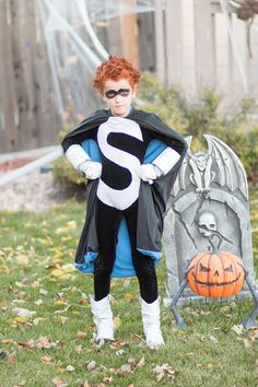Disney Villains family costumes - Syndrome from the Incredibles