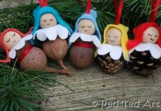 Pinecone Babies/ Pinecone Elves for the Christmas Tree. Turn mini pinecones and GUM NUTS into Christmas Tree Ornaments. Autumn Crafts, Diy Christmas Ornaments, Baby Crafts, Christmas Elf, Christmas Projects, Holiday Crafts, Christmas Decorations, Tree Decorations, Pinecone Ornaments