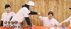 Song Ji Hyo and Kim Jong Kook, Running Man ep. © on pic Runing Man, Kim Jong Kook, Kdrama, Laughter, Songs, Running, Guys, South Korea, Ulzzang