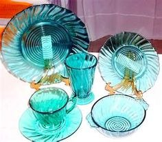I would love to find a full set of blue-green depression glass dishes to serve from my kitchen. Alas, depression glass lovers have to search and scour the world over for matching pieces. Antique Dishes, Antique Glassware, Vintage Dishes, Antique Bottles, Vintage Bowls, Vintage China, Vintage Items, Cut Glass, Glass Art