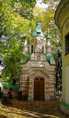 Church of St. John of the Ladder. It was built in 1897 at the expense of General Tereshchenko. Initially it was a chapel-tomb for his family. In 1898 it was transformed into the church of the Donskoy Monastery. Moscow