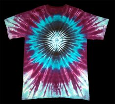 mens style tips Tie Dye Folding Techniques, Tie Dying Techniques, Tie Die Shirts, Diy Tie Dye Shirts, How To Tie Dye, How To Dye Fabric, Shibori, Camisa Hippie, Tie Dye Crafts