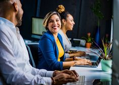 Darlene Matthews of Grow My Small Business: Health Care Insurance Small Business. Darlene Matthews of Grow My Small Busi. Inbound Marketing, Marketing Digital, Business Marketing, Marketing Ideas, Affiliate Marketing, Media Marketing, Up Book, Shooting Photo, Physicist