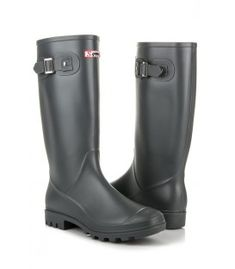 High rain boots in a uniform color is a practical and universal proposition for mild days for every chic woman. The shoes are decorated with a discreet buckle, which somewhat Types Of Heels, Wellington Boot, Fashion Flats, Hunter Boots, Rubber Rain Boots, Grey, Shoes, Gray, Zapatos