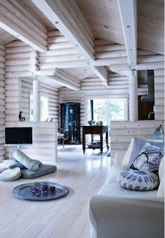 6 cozy cabin decor ideas for a winter getaway. Domino rounds-up cozy cabin inspiration from small cabins in Wisconsin, Missouri, Dunton Hot Springs and Ralph Lauren's Colorado Ranch! For more cottage, cabin and celebrity style go to Domino. Scandinavian Style, Scandinavian Interior Design, Nordic Design, Modern Interior, Log Cabin Homes, Cozy Cabin, Design Furniture, House In The Woods, My Dream Home