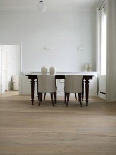http://hicraftflooring.co.uk/wp-content/uploads/2012/09/Dennebos-white-oiled-floor1.jpg