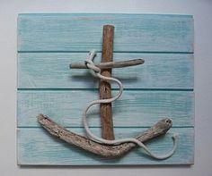 ▷ Ideen und Inspirationen für maritime Deko basteln Anchor with driftwood tinker on wooden board with wood glue sticking. Summer Decoration, Lampe Decoration, Driftwood Projects, Driftwood Art, Driftwood Seahorse, Driftwood Beach, Driftwood Ideas, Driftwood Sculpture, Driftwood Signs
