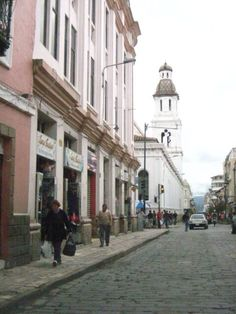 Cuenca Colonial Arquitecture: pink house