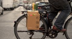 Cardboard Carrying Case for Seamless Biker-to-Pedestrian Transition This bike accessory could be the latest mobile advertising space Smart Packaging, Packaging Design, Packaging Inspiration, Mobile Advertising, Advertising Space, Bike Bag, Transport, Bike Accessories, Pedestrian