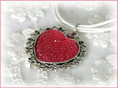 Herzkette pink, Glitzerherz von Alpen-Juwel auf DaWanda.com