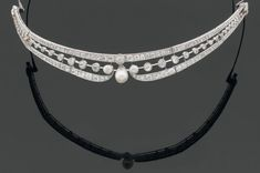 SMALL TIARA c1910 articulated openwork  set with threes lines of  diamonds and three pearls in the center, set in platinum. | Beaussant-Lefèvre
