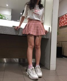 Hipster Outfits To Make Everyone Envy - Cute Outfits Style Outfits, Teen Fashion Outfits, Korean Outfits, Retro Outfits, Girly Outfits, Cute Casual Outfits, Grunge Outfits, Scene Girl Outfits, Mean Girls Outfits