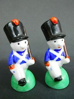Vintage Ceramic Figural Toy Soldier Christmas Salt and Pepper Shakers Japan
