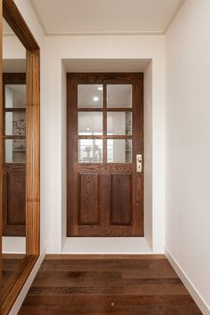 It feels like coming in. The table on the front and the right … – Door Types Open Office Design, Door Design, House Design, Types Of Doors, Cozy Place, Modern Retro, Wooden Doors, Building A House, Build House