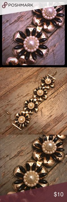 Gold Black and Pearly Daisy Bracelet Gold Daisy Bracelet with black enamel petals and Pearl flower centers. Super cute and fancy! Clasp closure. Jewelry Bracelets