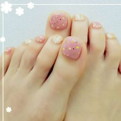 えむずねいるさんのスタッズ ジミーチュウ ホロのネイル Cute Toe Nails, Toe Nail Art, Easy Nail Art, Little Girl Nails, Girls Nails, Pedicure Designs, Toe Nail Designs, Nail Art Courses, Orange Nail Designs