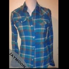 SALE Real Wrangler womens button up flannel Soft, warm, beautiful! Worn once for few hours! Fit a small and a smaller medium. Washed twice Wrangler Tops Button Down Shirts