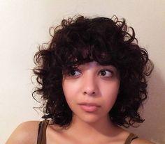 Bobs for thin hair, thin curly hair, short curly bob, curly hai Thin Curly Hair, Shoulder Length Curly Hair, Bobs For Thin Hair, Curly Hair Types, Curly Hair With Bangs, Short Curly Bob, Curly Girl, Type 2b Hair, Modern Bob Hairstyles