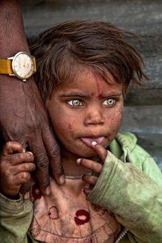 """""""The eyes of a baby crying sow pearls. - Les yeux d'un enfant qui pleure sèment des perles."""""""