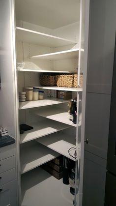 Over 15 Unique Kitchen Storage Ideas – BEST Photos and Galleries Esquina (repisa) - Own Kitchen Pantry Diy Kitchen Storage, Kitchen Cabinet Organization, Kitchen Cabinets, Cabinet Ideas, Decorating Kitchen, Diy Storage, Closet Organization, Kitchen Sinks, Office Storage