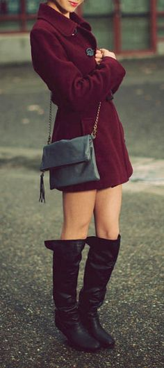 Fold Over Clutch / Black Leather Bag / Soft. Love the dark red/marron coat Passion For Fashion, Love Fashion, Womens Fashion, Black Leather Bags, Leather And Lace, Fasion, Fashion Outfits, Types Of Fashion Styles, Autumn Winter Fashion
