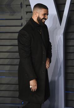 Drake that smile tho🤤 Celebrity Travel, Celebrity Style, Drake Rapper, Drake Clothing, Drake Wallpapers, Drake Drizzy, Drake Graham, Khadra, Phone Wallpapers