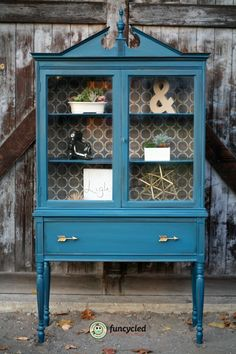 Vintage Teal Hutch – Tuesday's Treasures Furniture Projects, Furniture Makeover, Cool Furniture, Painting Furniture, Restoration Hardware Table, Antique Restoration, Painted Kitchen Tables, Wooden Kitchen, Kitchen Hutch