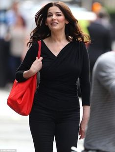 Lawson showed off her new slender size 12 figure in a form-fitting black outfit as she got to work on the set of her new cooking show in London today Because she is curvy and gorgeous Nigella Lawson, Size 12 Women, London Today, Tv Presenters, Celebs, Celebrities, Ikon, Curvy, Style Inspiration