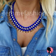 http://femmefashion.sk/nahrdelniky/1098-nahrdenik-paris-love.html Golierový náhrdelník v tmavomodrej farbe v kombinácii so zlatou, zdobený štrasovými kamienkami