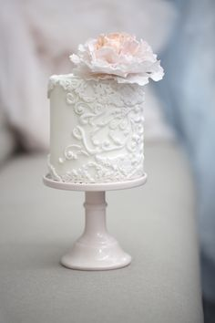 Absolutely exquisite!  ===  Wedding Cakes with Rare Details by Melcakes - MODwedding