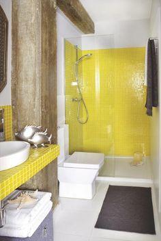 Cuarto de baño en amarillo y marrón