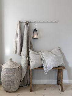 〚 Warm natural tones and vintage decor: cozy cottage in Sweden 〛 ◾ Photos ◾Ideas◾ Design Cozy Cottage, Cozy House, Cheap Home Decor, Diy Home Decor, Living Room Designs, Living Room Decor, Sweden House, Decoration Vitrine, Natural Home Decor